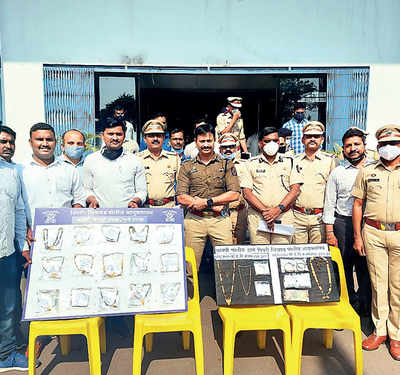 Chain snatching duo who also molested several women nabbed