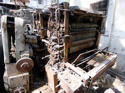 Unused machinery seized from Telgi scam still lying in Swargate Police Colony hall