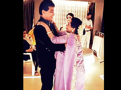 Jeetendra puts on his dancing shoes