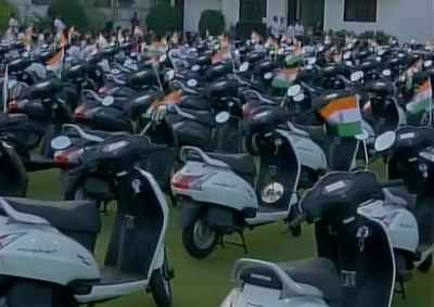 Gujarat: Surat diamond trader gifts scooters to employee for good performance