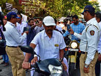 Pune: Cops swing into action clicking pictures of helmet-less bikers, citizens protest