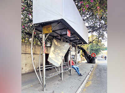 Commuters demand repair of bus stand
