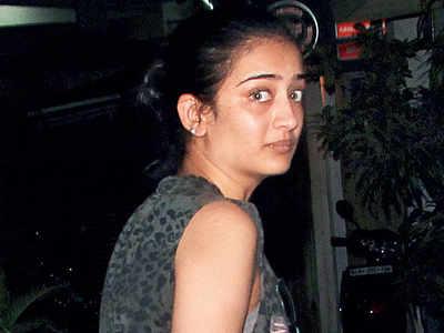 Akshara Haasan files FIR in leaked pics case
