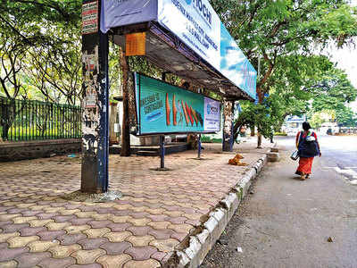 Benches go missing from Bund Garden Rd bus stop
