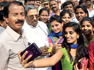 Selfies don't click with netas. Ask CM or DKS