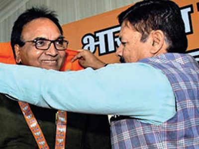 AAP MLA Anil Bajpai joins BJP