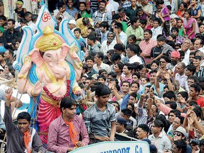 Three major routes closed for Ganesh visarjan today