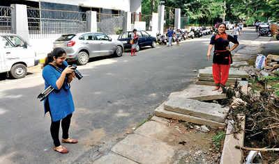 Mumbaikars, watch how these Bengaluru citizens danced through broken footpaths