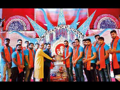 Puneri Paltan visit Kasba Ganapati ahead of home leg