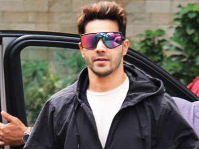 Varun Dhawan injures his knee while rehearsing for Street Dancer 3D
