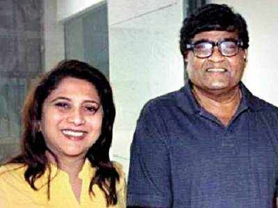 Ashok and Nivedita Saraf thank cops with aamras and puris