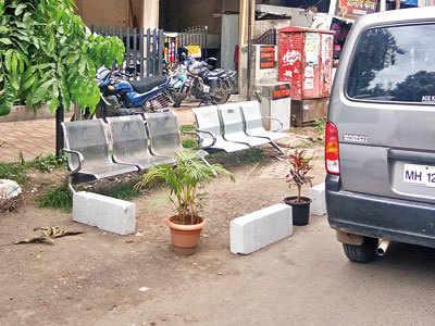 Mandal encroaches on road ahead of festival