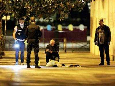 7 hurt in knife attack in Paris