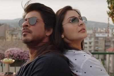 Jab Harry Met Sejal: Shah Rukh Khan can romance a mike too, says Anushka Sharma