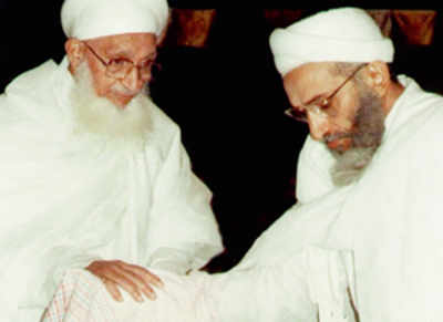 Syedna's brother declares himself community leader