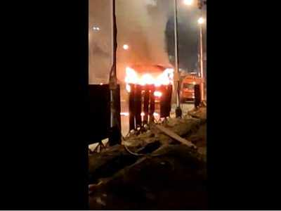 Mumbai: Major tragedy averted as bus catches fire; 40 rescued