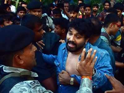 Union Minister Babul Supriyo heckled by students at Jadavpur University