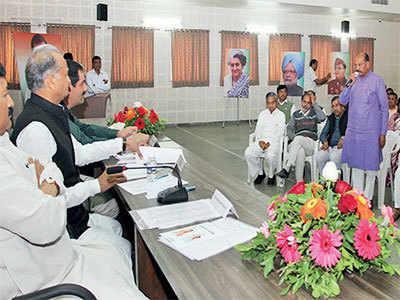 Senior MLAs stake claim to post of leader of opposition, Rahul Gandhi to take final call
