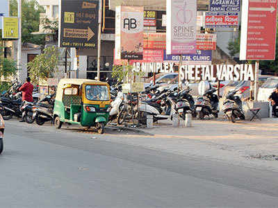 Thieves target parked cars, steal Rs 80K gadgets