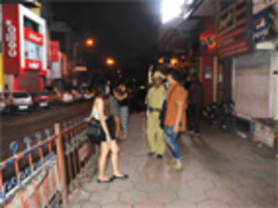 Cheers! On weekends the witching hour is still 1 am, say city authorities