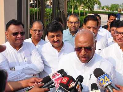Maharashtra Congress MLAs leave for Mumbai from Jaipur hotel