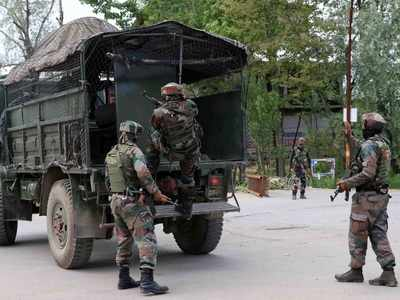 J&K: Top Hizbul commander trapped in an encounter; mobile internet suspended in Kashmir