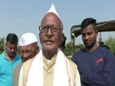 Maharashtra: Grand farewell to farmer as he bids adieu to farming after 60 years