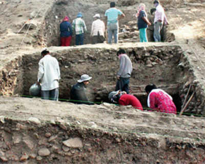 2,000-yr-old artefacts dug out from Satara dist