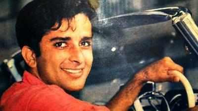 RIP Shashi Kapoor: Family, Bollywood bid solemn goodbyes at Santacruz crematorium