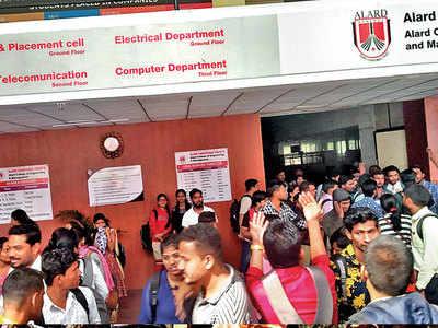 Candidates boycott Maha Pariksha Portal exam over server glitch, power cut at centre