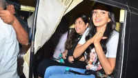 Kiara Advani enjoys auto rickshaw ride as she does away with her luxury car