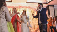 Yuvraj Hans dances with women on Karva Chauth