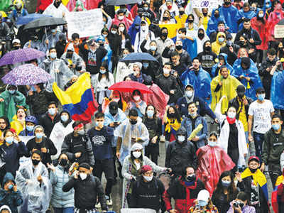 Clashes over street blocks in Colombia, six people dead