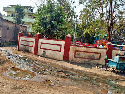 Overflowing sewage water raises a stink