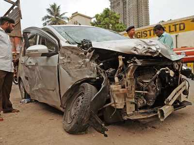 Road accident in Sewri-Wadala leaves teenager dead, his mother and sister injured