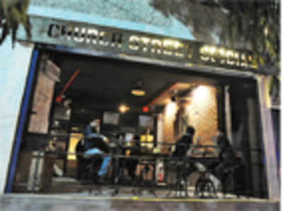 Bangaloreans take time to warm up to 1 am deadline