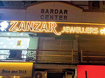 Salesman steals jewellery from Vastrapur showroom