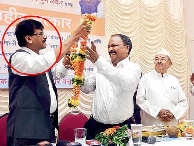 Sanjeev Punalekar was felicitated by Shiv Sena's Sanjay Raut and ex-BJP MP Sharad Bansode last year