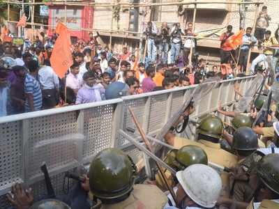 ABVP activists' protest march, over attack on Union Minister Babul Supriyo, stopped by police