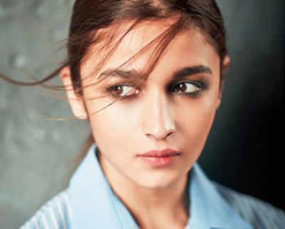 Alia Bhatt kicks off Meghna Gulzar's upcoming espionage thriller, Raazi, in July