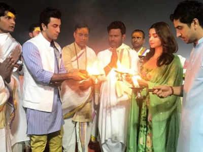 Alia, Ranbir and Ayan offer prayers at Kumbh Mela