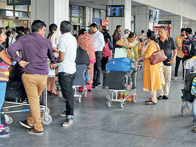Strange 'Custom' at Ahmedabad airport: Pay only cash