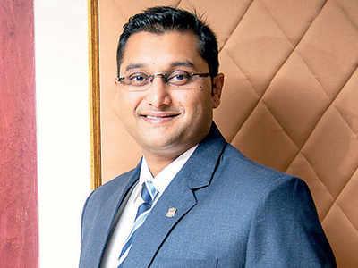 Shirish Kulkarni slaps legal notice on bank denying defaulter status