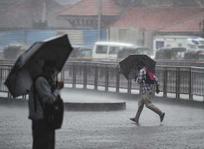 Mumbai, Thane, and Palghar continue to receive heavy rains with thunderstorms, lightning