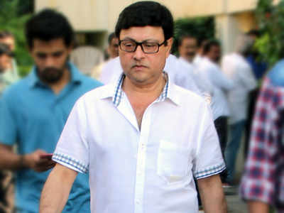 Staffer held for selling Sharad, Sachin Pilgaonkar's awards for Rs 300 each
