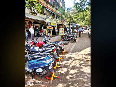 Police act against illegal parking in Shivajinagar