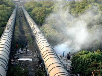 Mahim residents fume over open burning of toxic waste