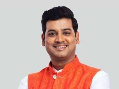 Kalyan: Sena's Shrikant Shinde walks into BJP MLA's programme; says 'No distance between hearts of leaders'