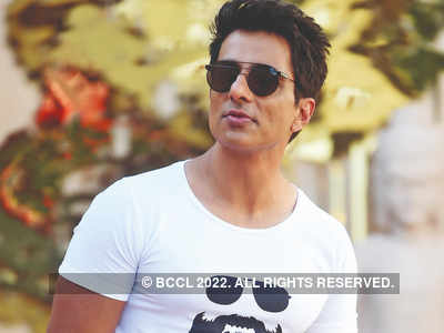 Sonu Sood offers accommodation to 20,000 migrant workers in Noida