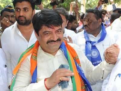 Trends at 4 pm: Manoj Kotak celebrates with party workers as BJP-Shiv Sena sweep Mumbai